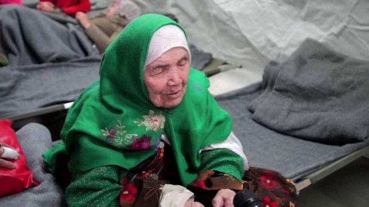 Una refugiada afgana de 105 años, en la marea migratoria que busca una vida mejor en Europa