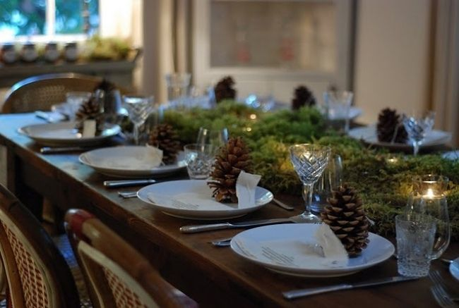 weihnachten arrangement f r den tisch dinner im kerzenschein tannenzapfen deko weihnachten. Black Bedroom Furniture Sets. Home Design Ideas