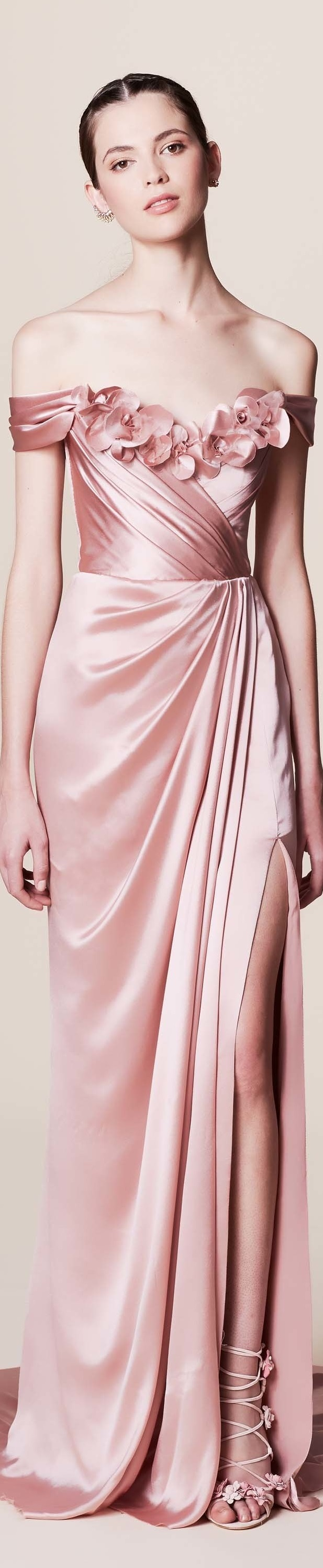 Marchesa resort 2017 vogue | Color rosa | Pinterest | Vestiditos ...