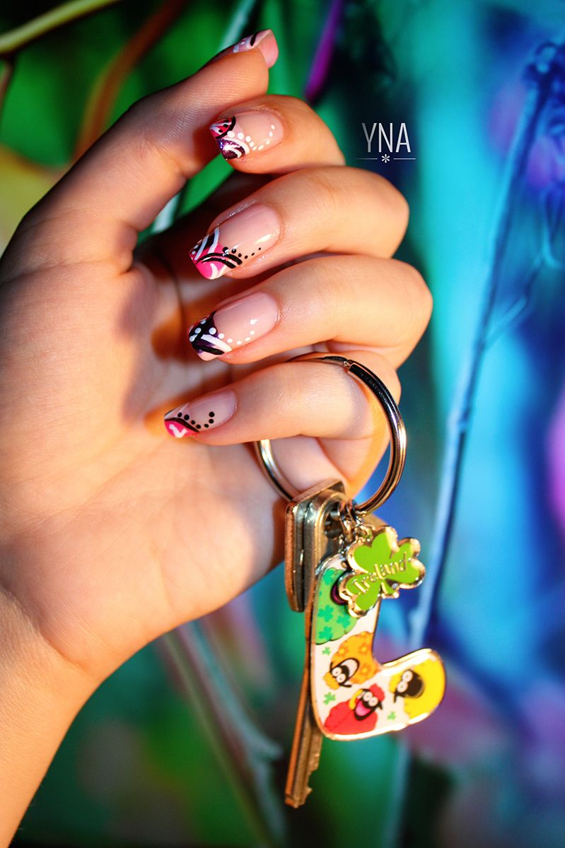 French Manucure tricolor http://yuni-nail-art.fr/french-tricolore ...