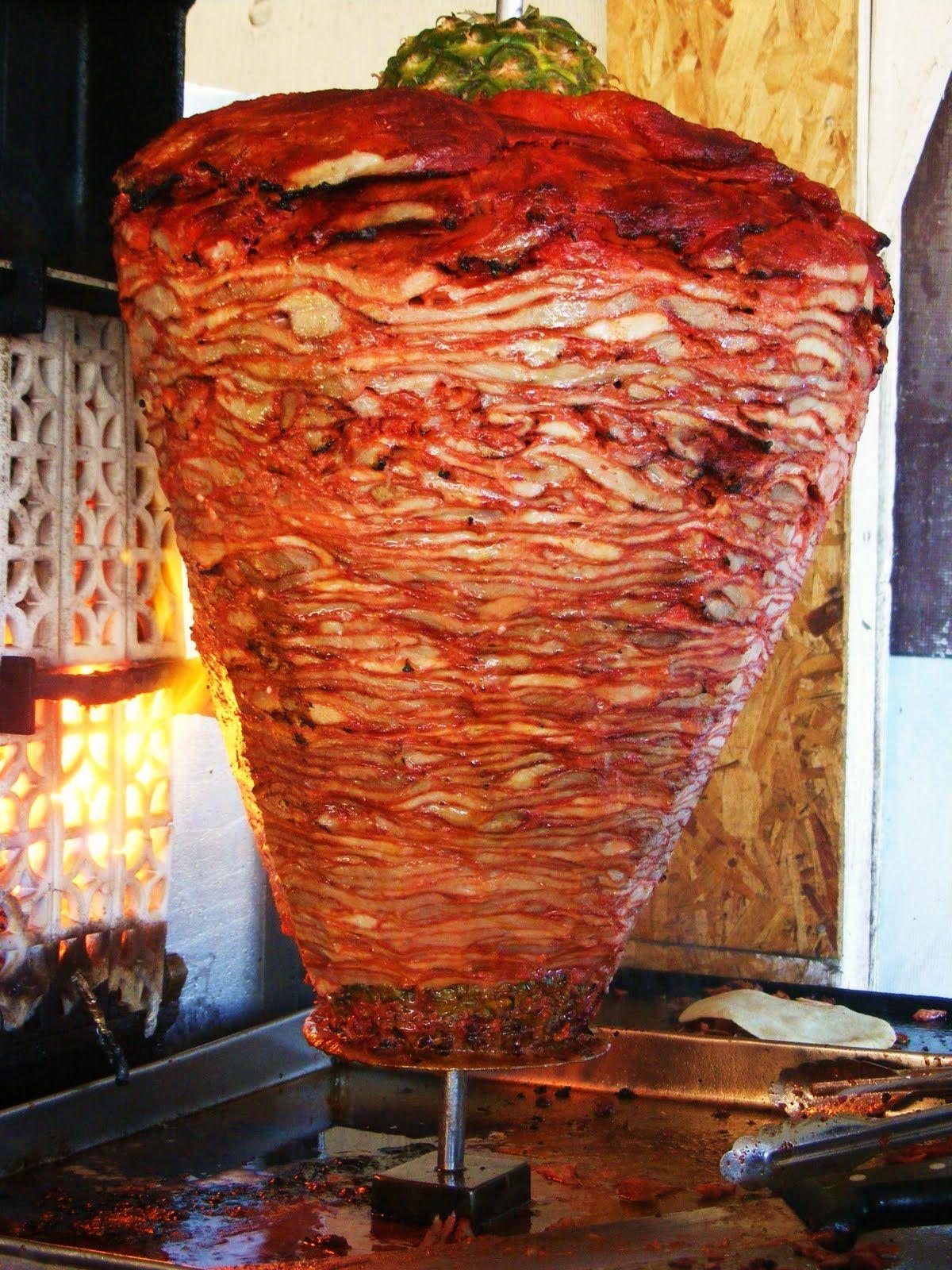 trompo de carne preparada para los tacos al pastor comida y bebidas regionales de m xico. Black Bedroom Furniture Sets. Home Design Ideas