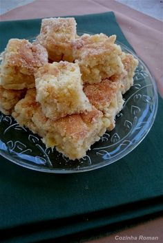 amor em pedaços: aquele bolo de abacaxi com coco que já sai do forno recheado...