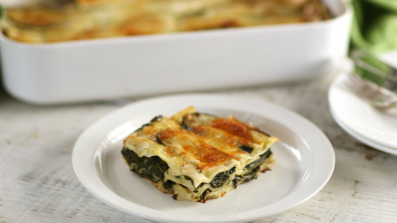 Spinach Lasagna Video   Spinach lasagna, Lasagna, Food
