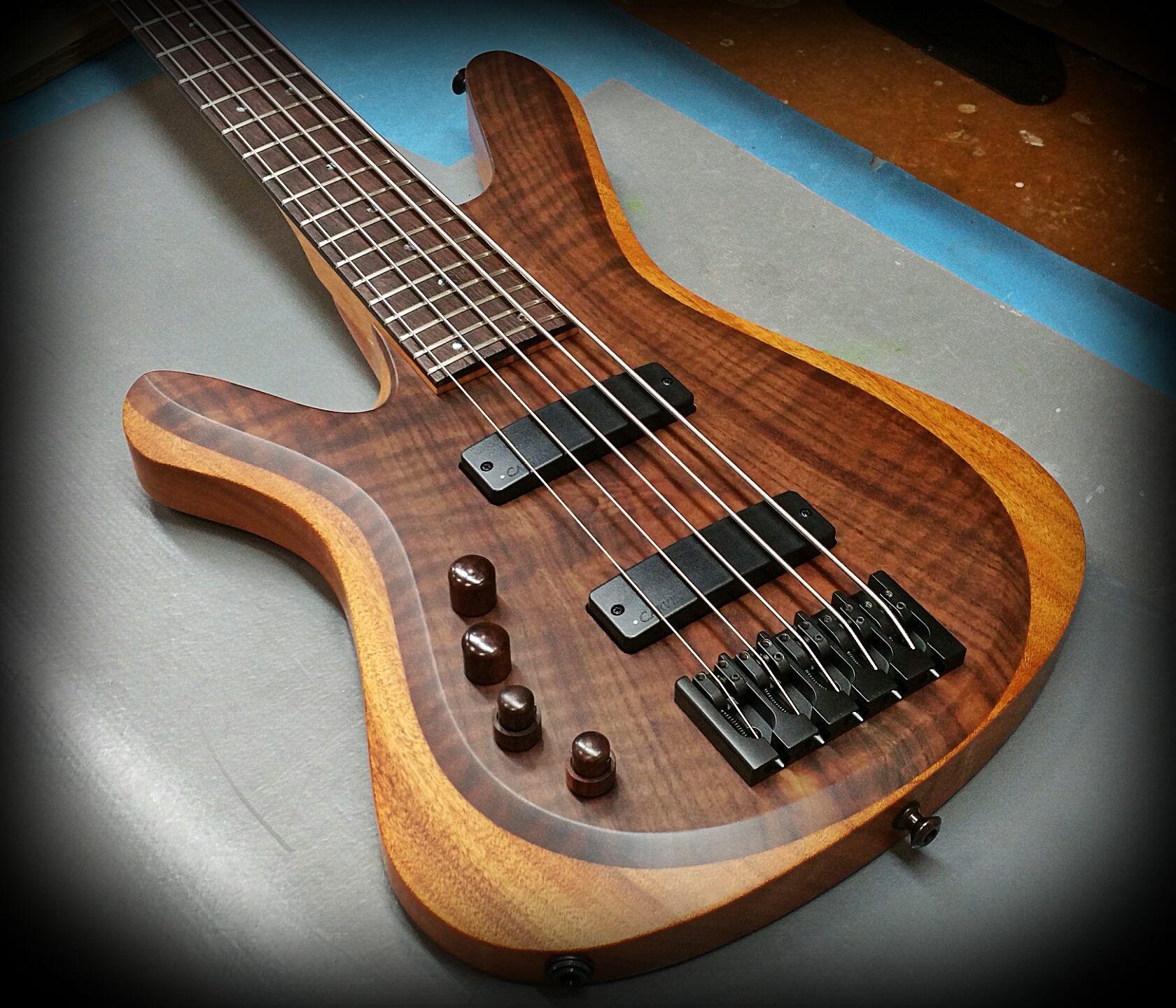 Kiesel Guitars Carvin Guitars  V59K lefty with figured claro walnut top on mahogany body in satin finish