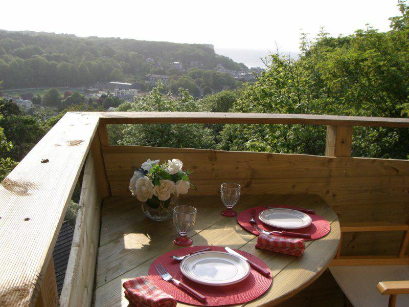 Chambre D Hotes Insolite La Cabane De Cecile Petit Dejeuner En Terrasse De La Cabane Dans Les Arbres Perchee A 8m De Hauteur Balcony Plants Terrace Balcony