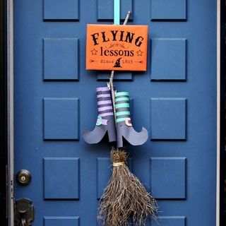 Easy & free DIY Halloween door decoration with