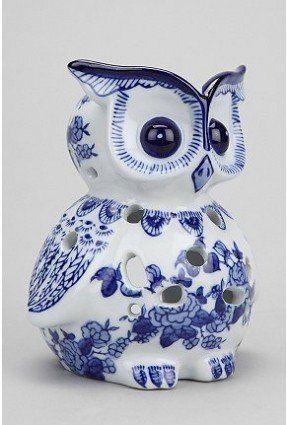 Titular del búho de la vela.  Una querida búho de cerámica.  El azul y