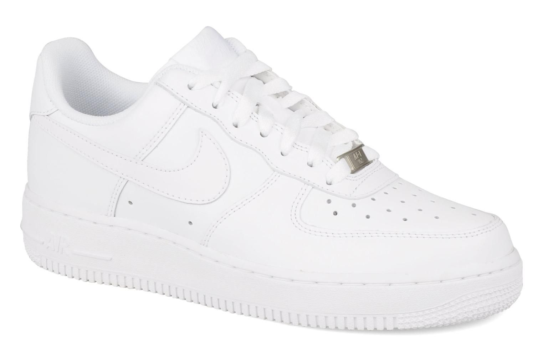 Welp Witte Nike Air Force 1's. Liefst met beige logo, maar die vind ik BR-59