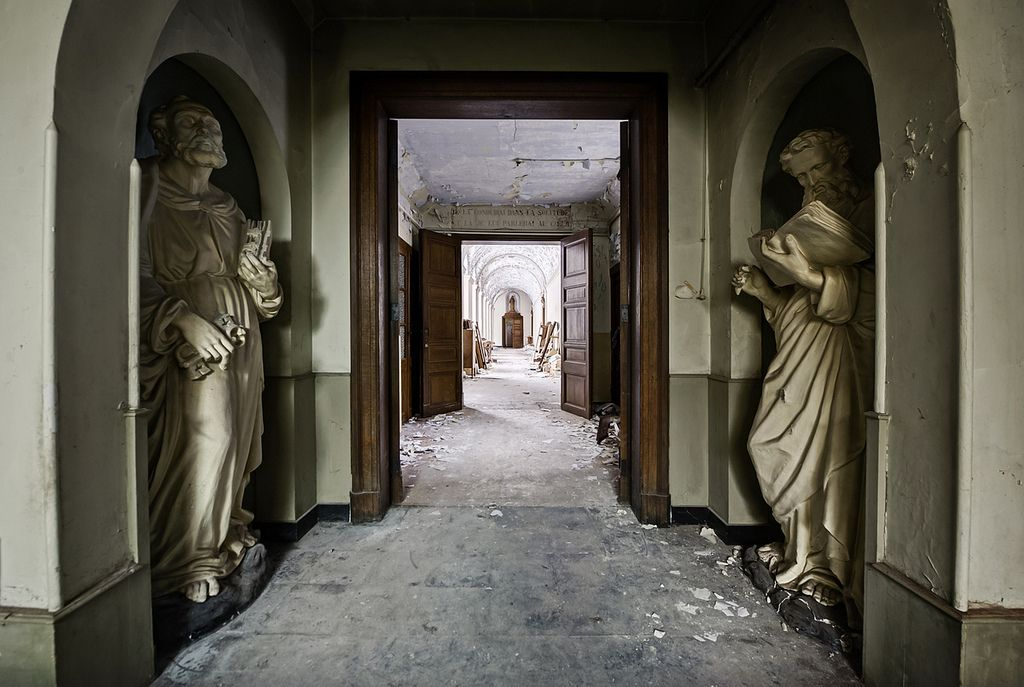 Guardians of the abandoned monastery. Statues of saints at the entrance (by odin's_raven)
