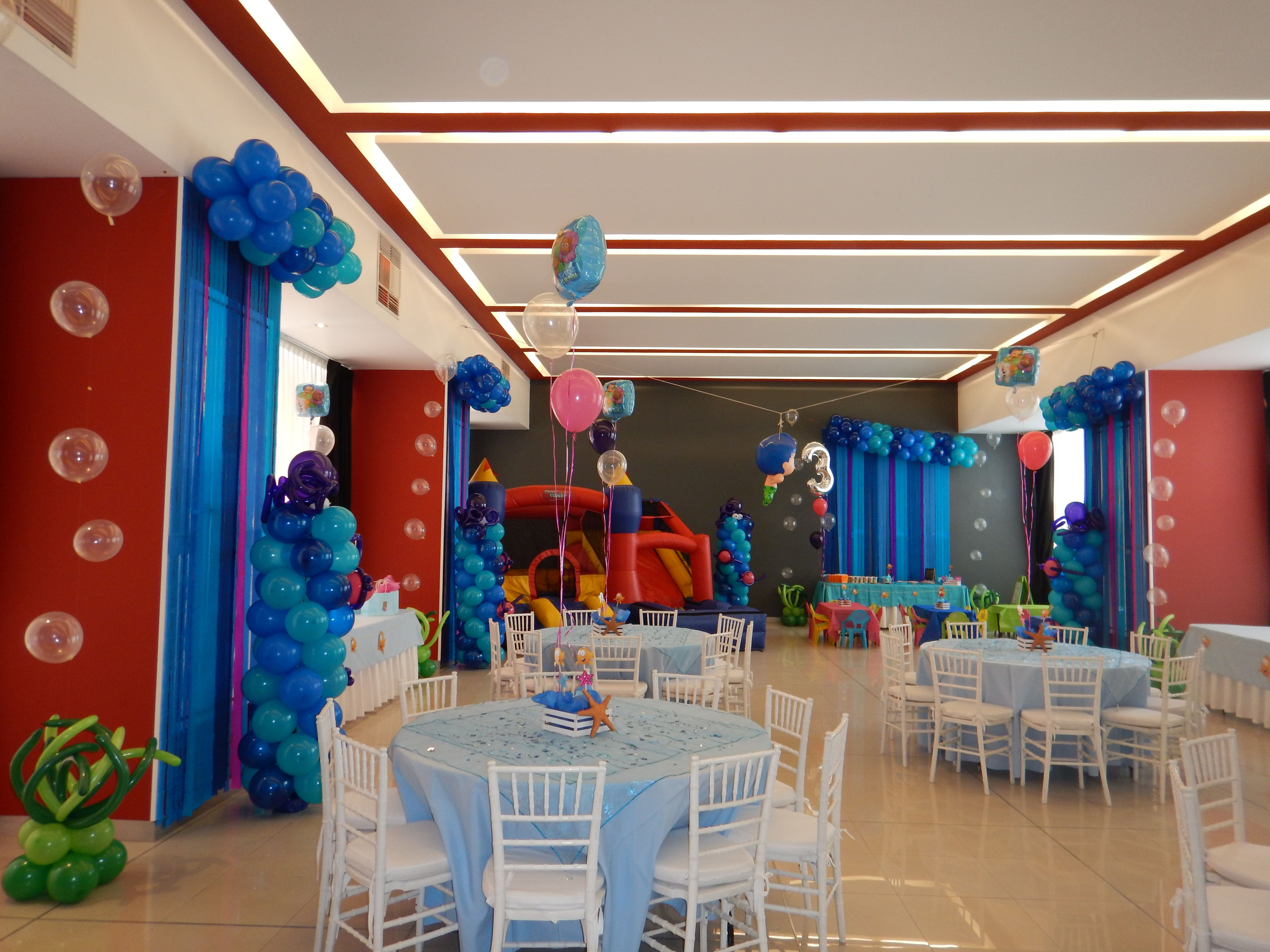 Decoraci n con globos bubble guppies columnas con pulpos for Decoracion cortinas