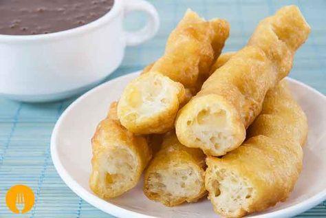 Si os gustó nuestra receta de churros caseros, os encantará la receta de porras que os traemos hoy. La principal diferencia que encontramos entre estas dos