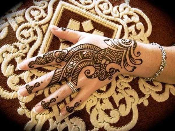 17 Beautiful and Amazing Latest Mehndi Designs