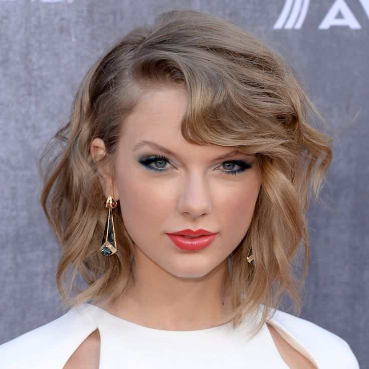 Taylor Swift Short Wavy Hairstyle Hairstyle Pinterest In 2020 Taylor Swift Short Hair Taylor Swift Hair Short Hair Styles