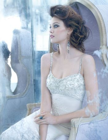 Short wavy lush wedding hairstyle #bridesmaid #bridal #wedding ...