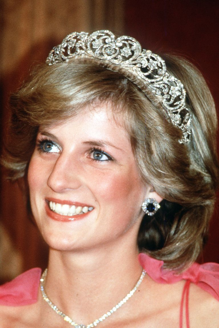 25 Beauty Secrets to Steal From Princess Diana #princessdiana