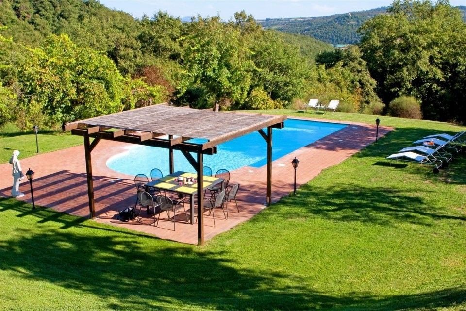 Swimming pool with pergola as dining area stunning gazebo for Pool design with gazebo