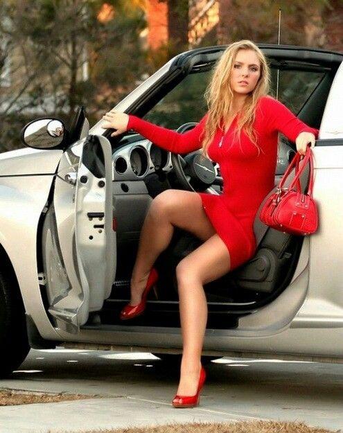 Sexy Mädchen in schnellen Autos