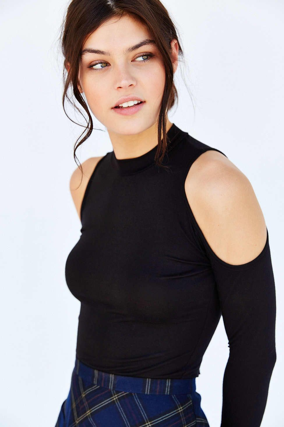 Silence + Noise Steph Cold Shoulder Top - Urban Outfitters