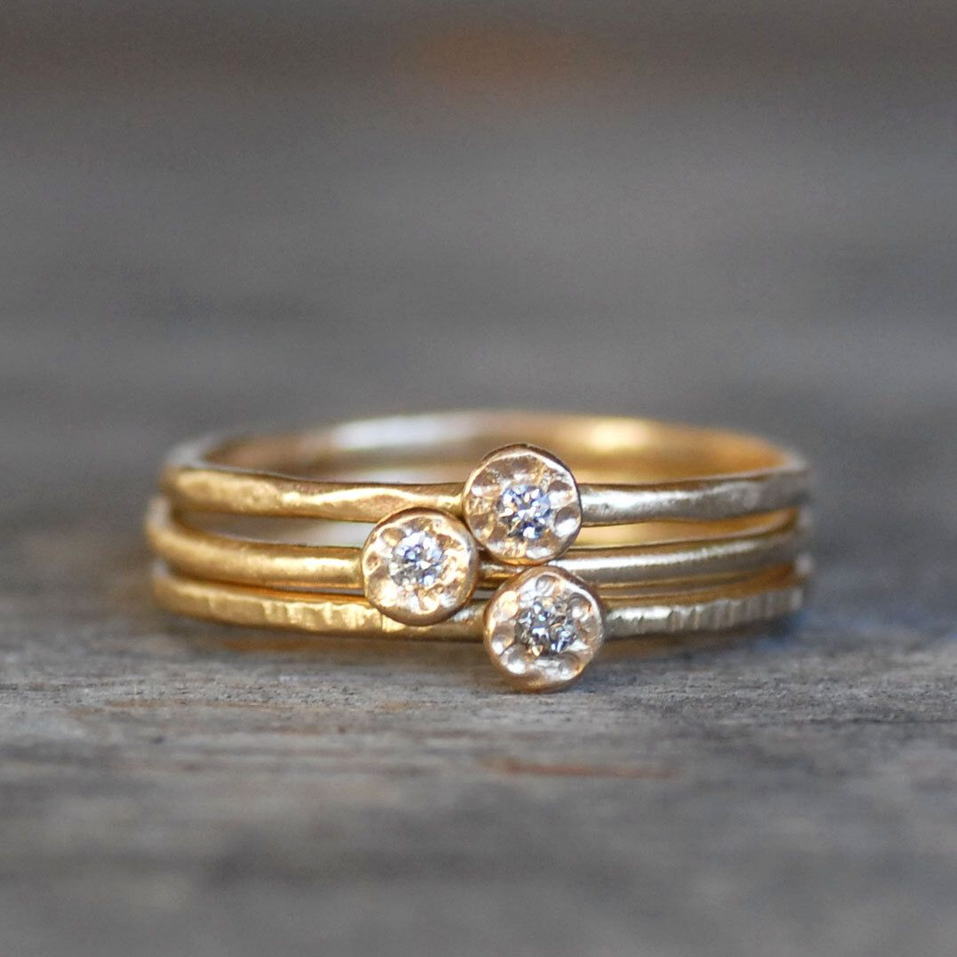 Stacking Band with 3 Mini Diamonds in 18K Gold