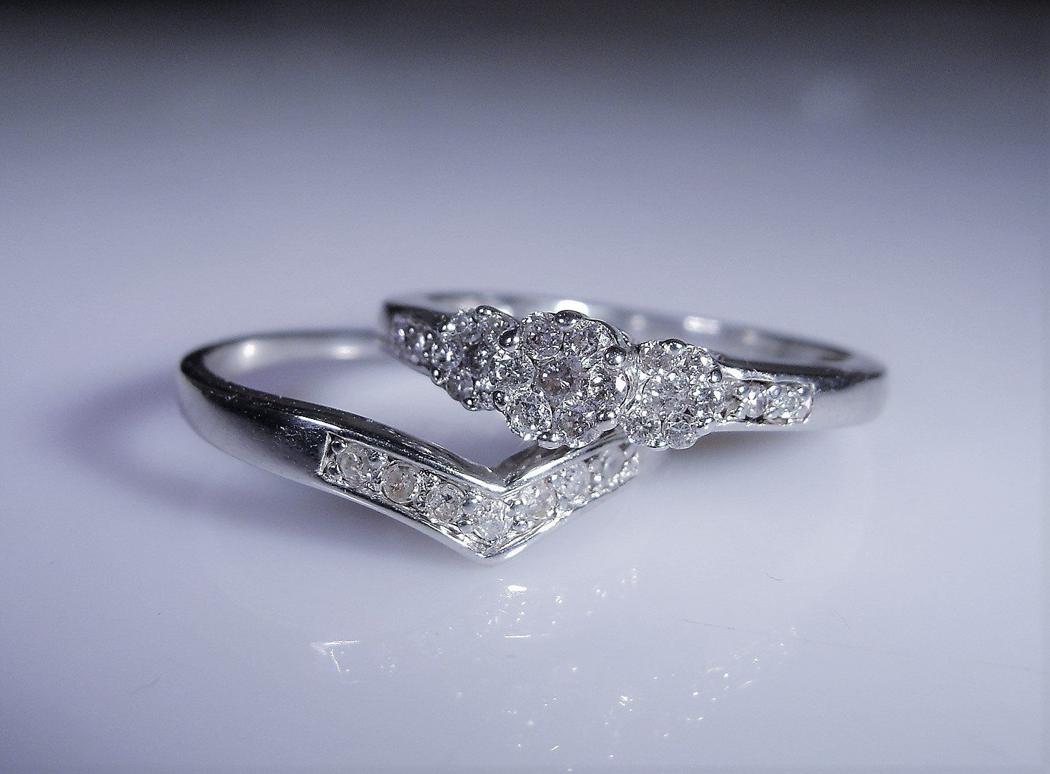 10K White Gold Garnet /& White Diamond Stackable Wedding Band Size 6