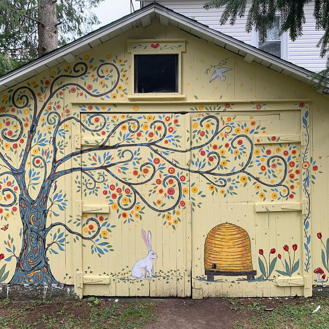 Everyone Needs A Friend Who Commissions A Shed Painting And When You Say Gustav Klimt Ish Tree Of Life Painted Like Maude Lewis They Say Sure Resim Garten