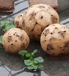 Garten Kugeln - Keramik, durchbrochen, frostfest.