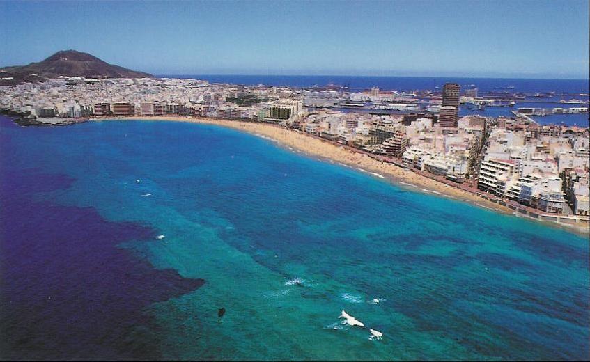 Las Palmas City In Gran Canaria With Canteras Beach And Its Protective Reef Islas Canarias Isla De Gran Canaria Islas