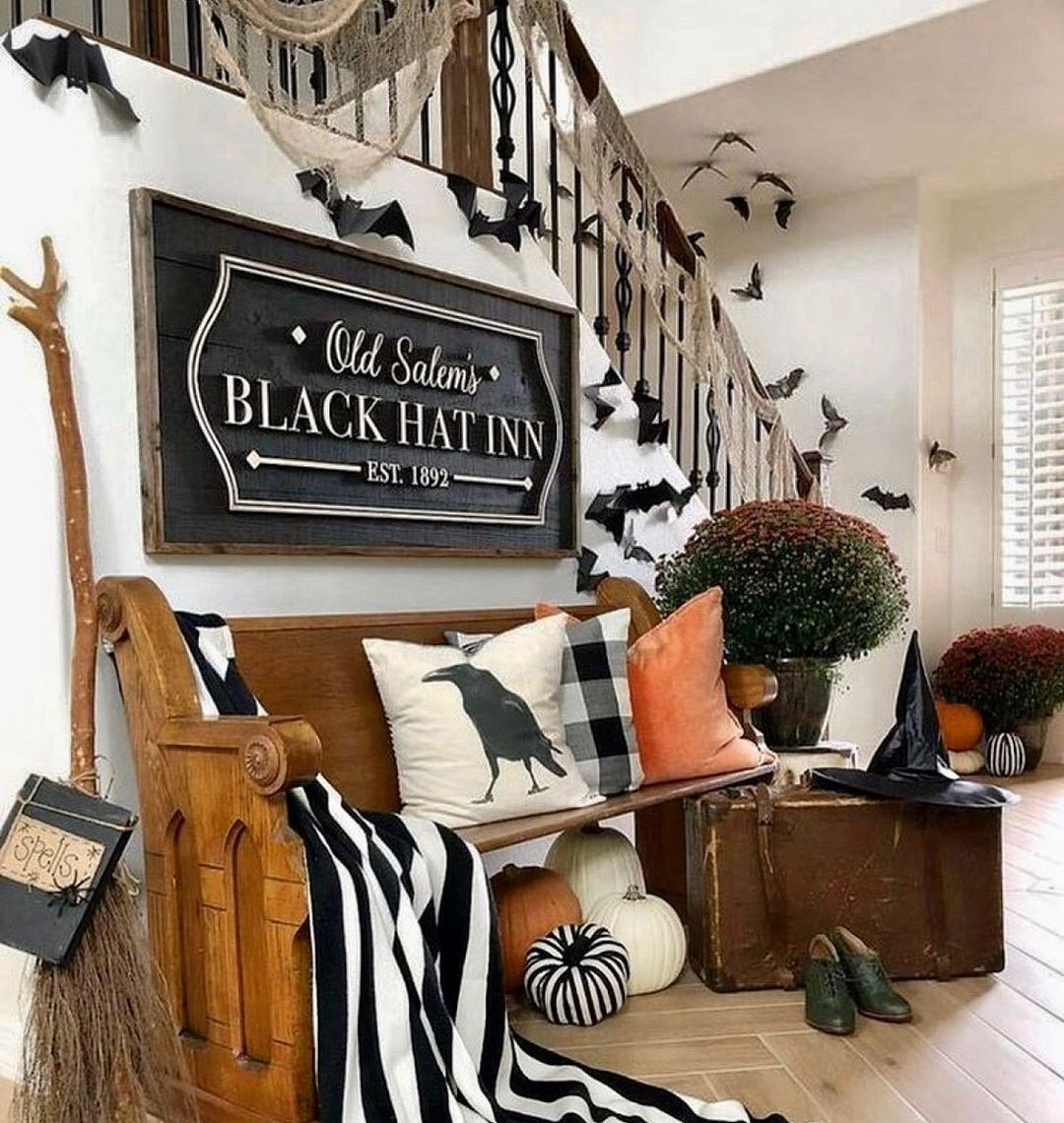 Spooky Halloween Decor Impress Your Guests With This Amount Of Detail Photooftheday Halloween Living Room Halloween Home Decor Halloween Decorations Indoor