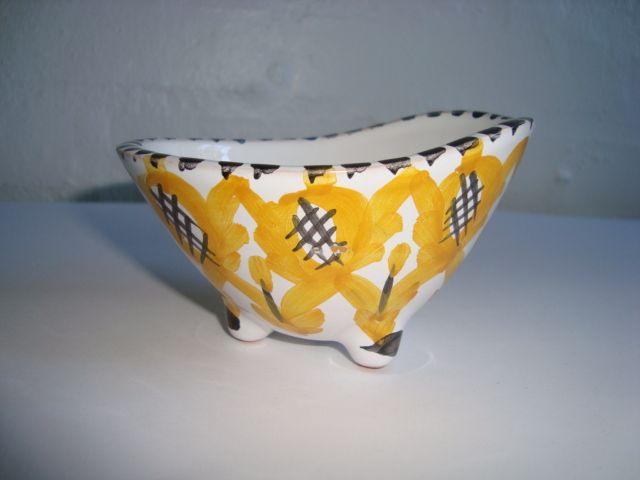 FLOUTRUP/JUELSMINDE KERAMIK bowl/skål. #klitgaarden #floutrupkeramik #juelsmindekeramik #juelsminde #danishdesign #danishceramics #danishpottery #danskkeramik #bowl #skål SOLGT/SOLD on www.klitgaarden.net..