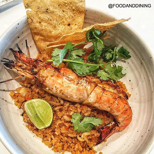 🍴Tomyum Koong Fried Rice with Grilled River Prawn: ข้าวผัดต้มยำทานกับกุ้งแม่น้ำตัวโต 📌ABC Eatery, 2nd Floor at The Crystal Veranda 💰400 Baht. 🕙Open Daily 11.00-22.00 📷Share Your Food ➡ #foodanddining