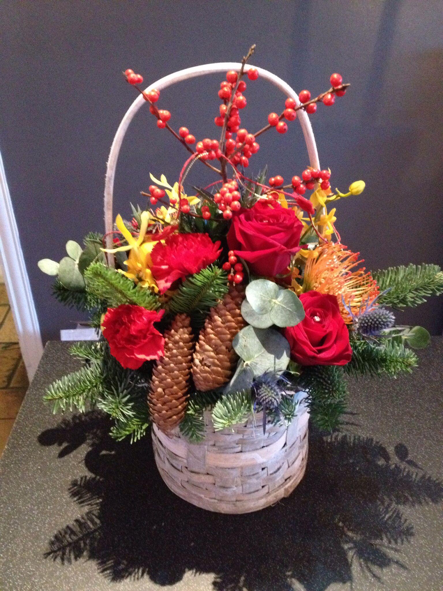 Luxury Christmas Basket Flower shop, Christmas baskets