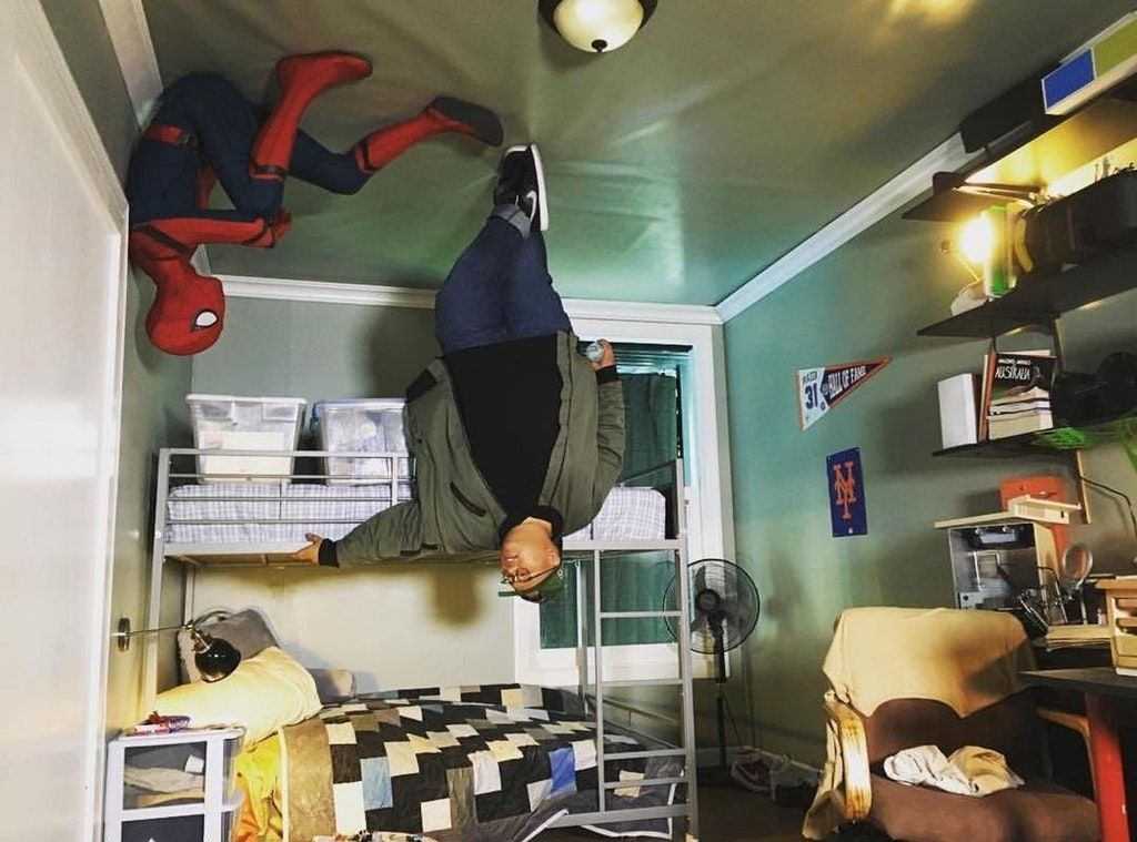 Jacob Batalon Ned With Spider Man In Peter S Room Marvelstudios Spiderman Peter Parker Tom Holland Spiderman