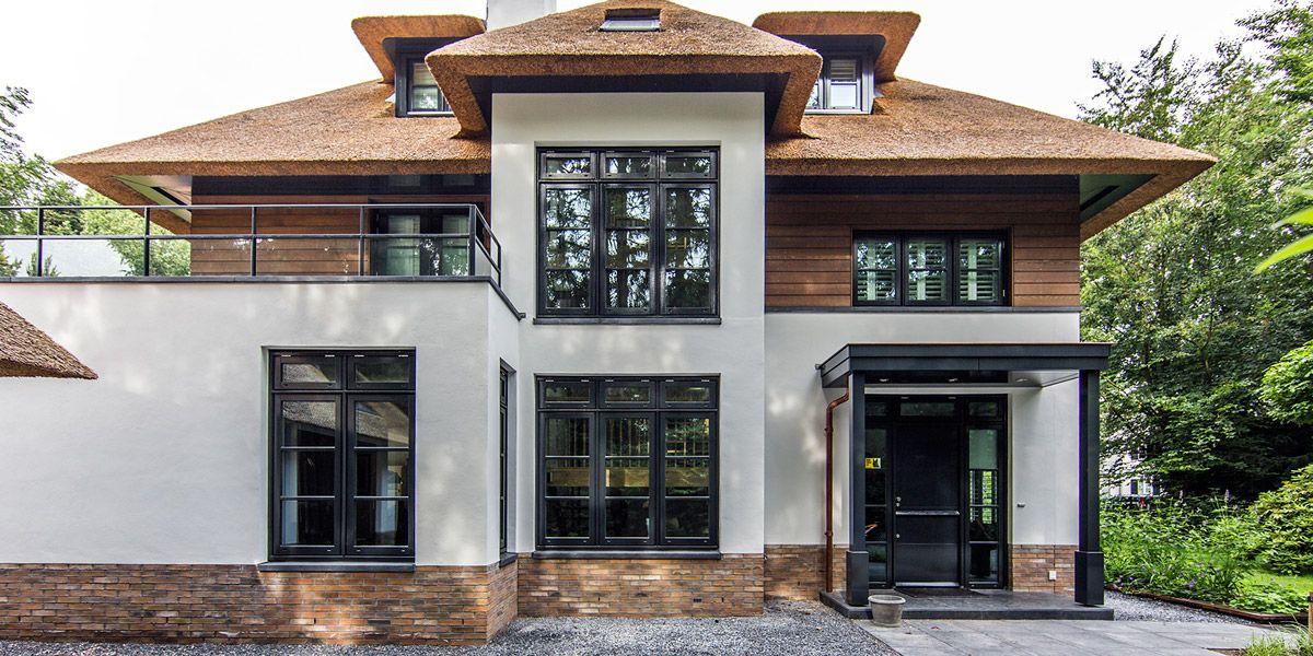 DENOLDERVLEUGELS Architects & Associates / Rietgedekte klassiek moderne villa Naarden