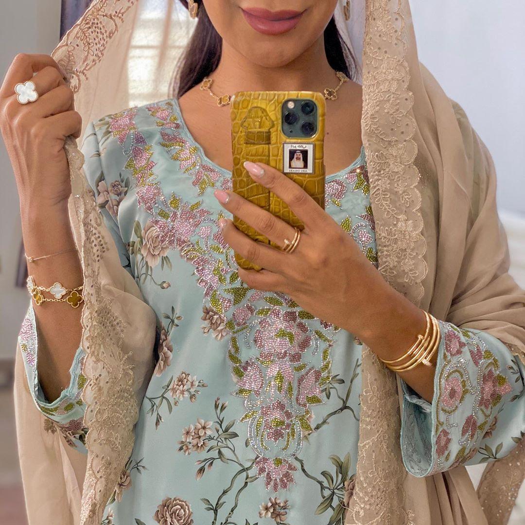 فاطمة المازمي Fatimaalmaazmi On Instagram Friday Vibes مخورتي من Ghanaj Design ا Hijabi Fashion Casual Moroccan Clothing Hijabi Outfits Casual