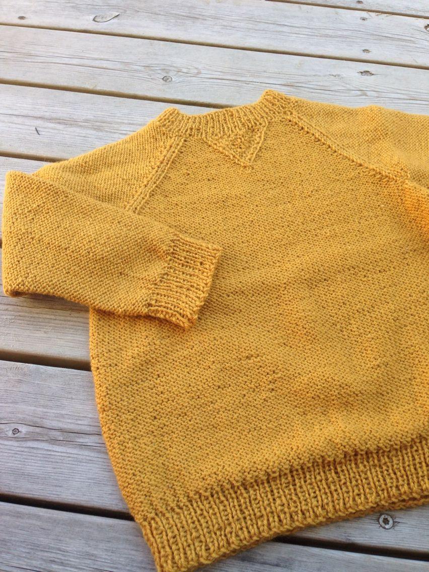 Genser strikket ovenfra ned til en fireåring. Garn Nalle