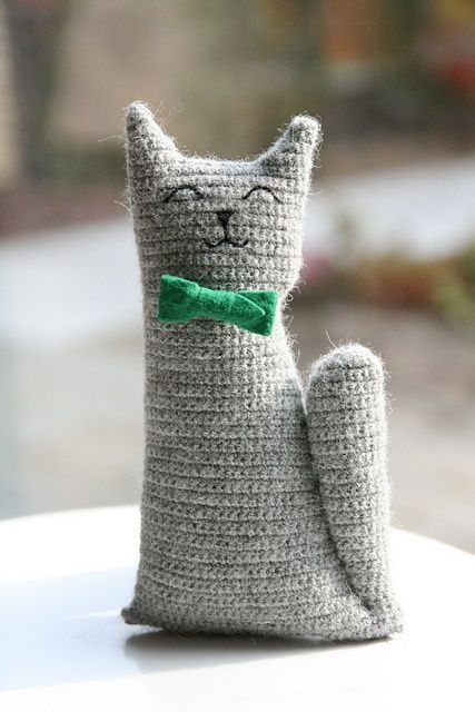 motleycraft-o-rama:  Mr Tibbles the Cat, free pattern by Claudia van K. on Ravelry