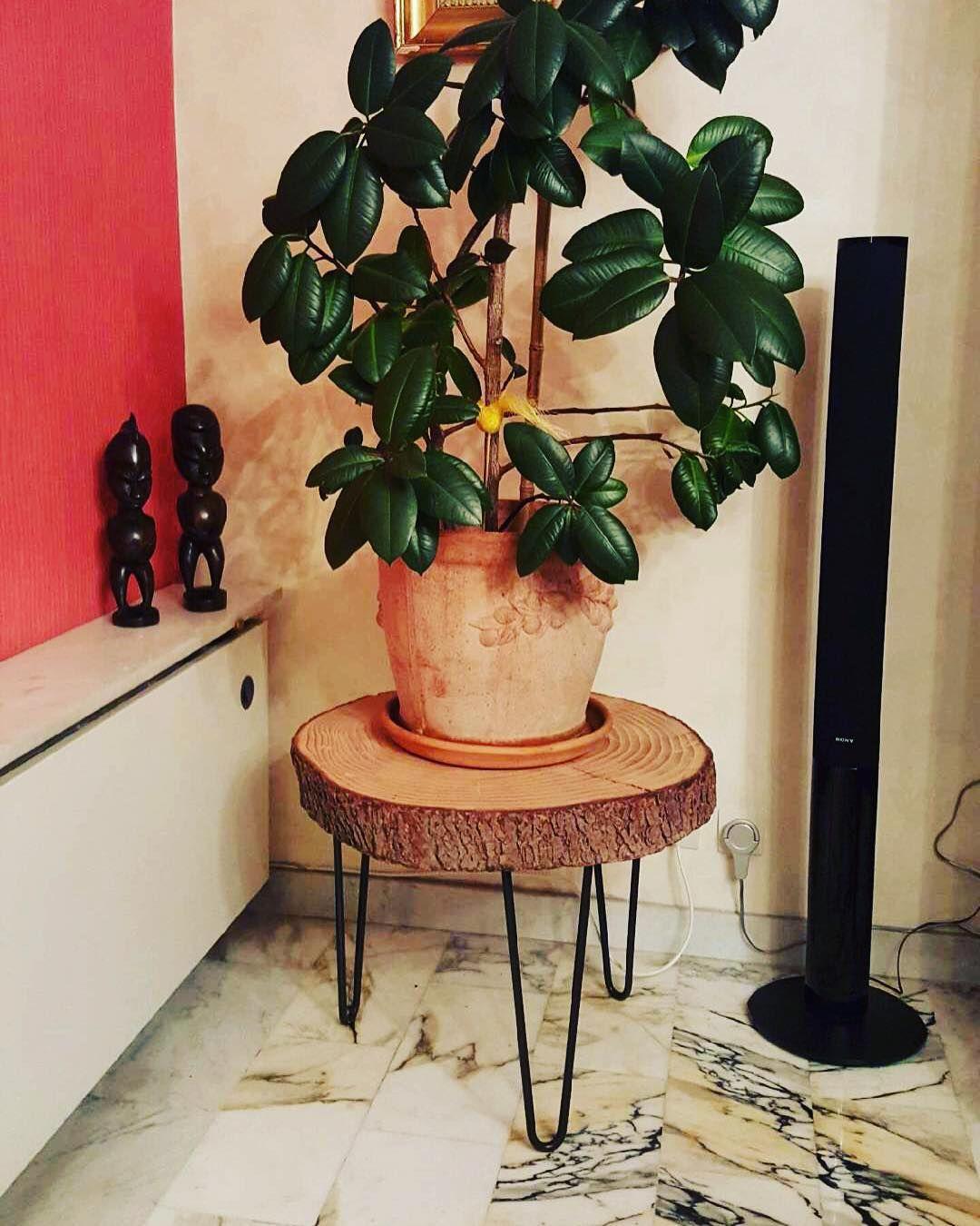 jolie table pour plante cr e par notre client avec 3 pieds. Black Bedroom Furniture Sets. Home Design Ideas