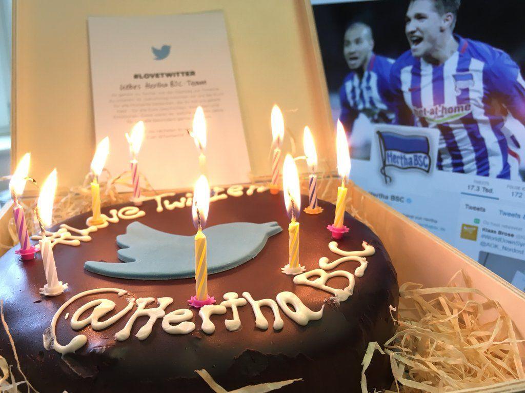 Herzlichen Glückwunsch zum 10. Geburtstag @TwitterDE! Happy Birthday @twitter! #LoveTwitter #hahohe https://t.co/hVkz23aabJ