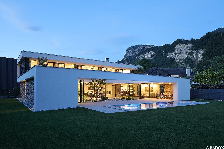 Einfamilienhaus, Pool, Flachdach, Steinfassade, Panoramafenster,  Dachterrasse, Fliesenboden, Parkett,