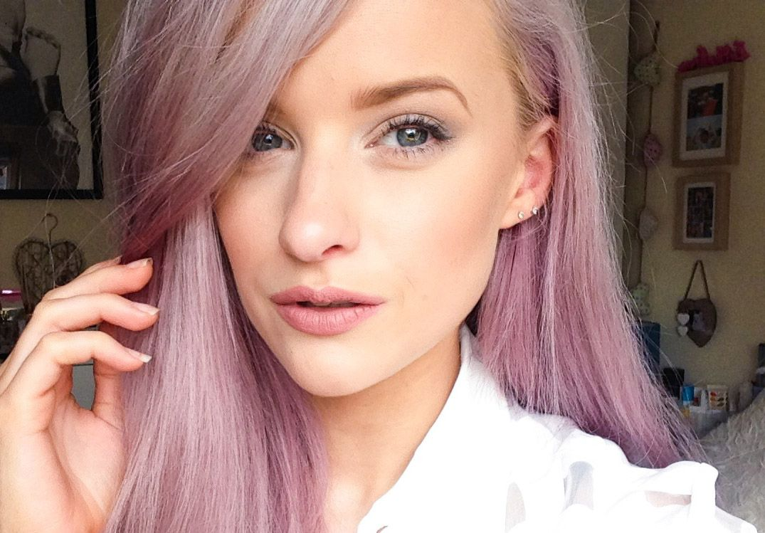 Creating the 90's Matte Lip made famous by Kylie Jenner with Illamasqua bare lipstick and fantastic lip pencil on Inthefrow
