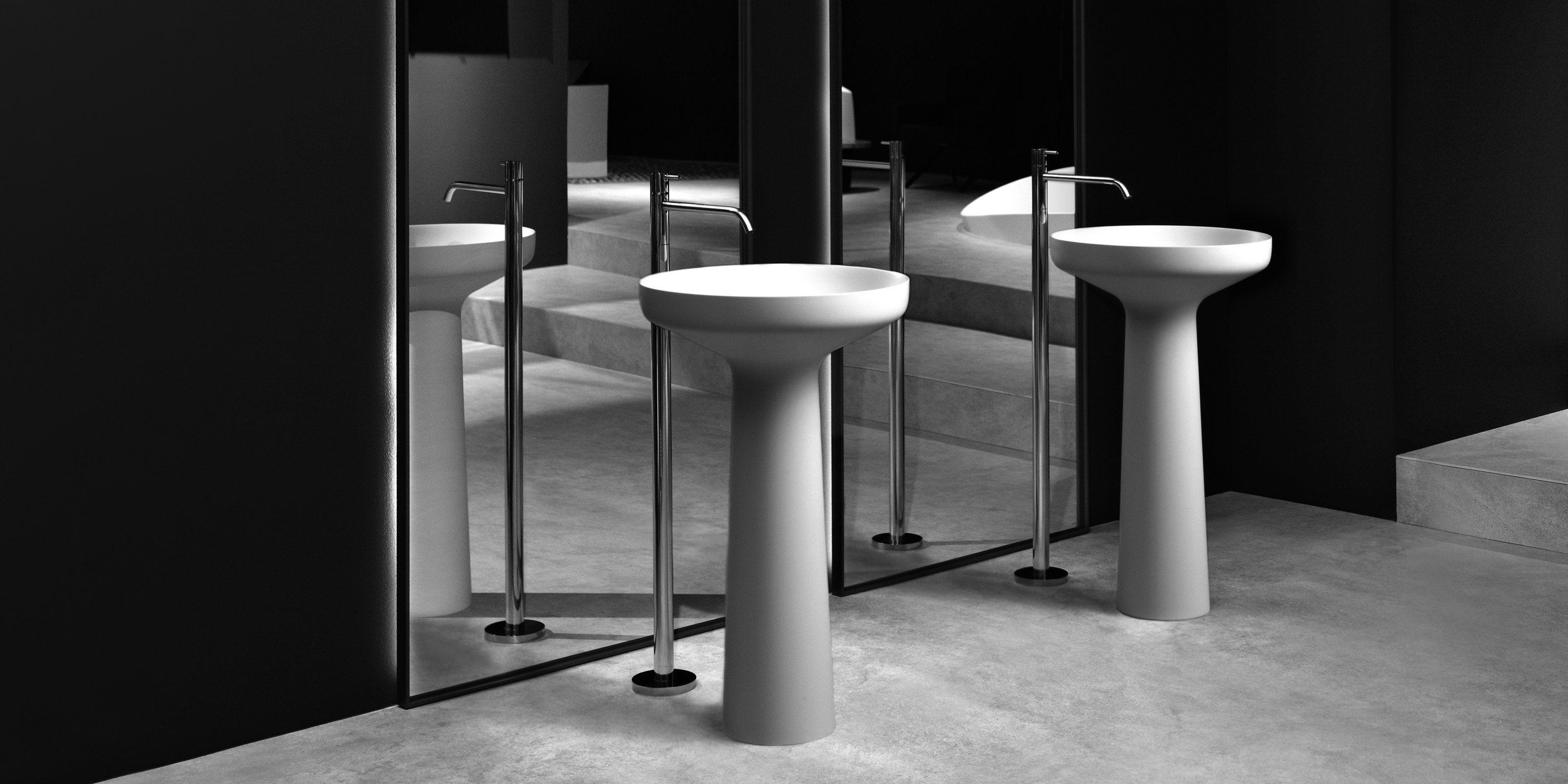 AGO85 design Mario Ferrarini Realizzato in Flumood, è la sintesi armonica di volumi essenziali, è l'incontro virtuoso tra la geometria perfetta del bacino circolare dai bordi sottili e la base cilindrica che si restringe verso l'alto