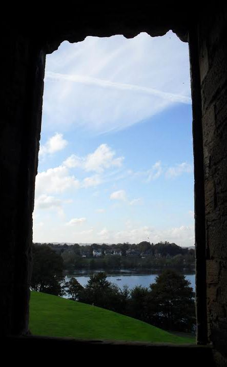 Blue skies over Linlithgow - those Stewart Kings had some great views!