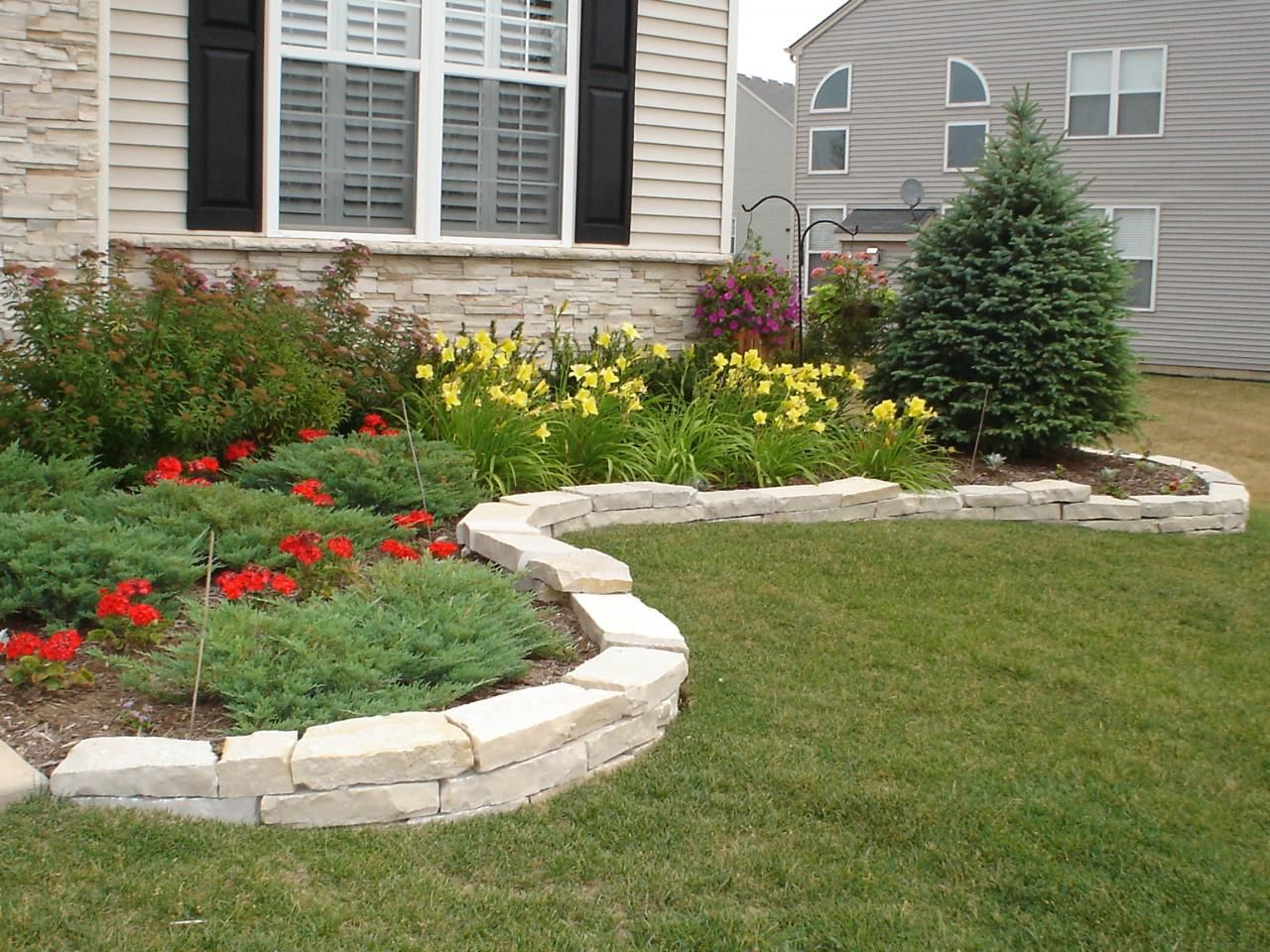 border pavers. pretty when pavers or stone is used to ...