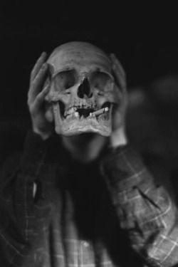 Death Black And White Tumblr Creepy Rock Smoke Hipster Vintage Room Horror Hands Grunge Old Dark Smoking Boy Skull Skeleton Caveira Xadrez