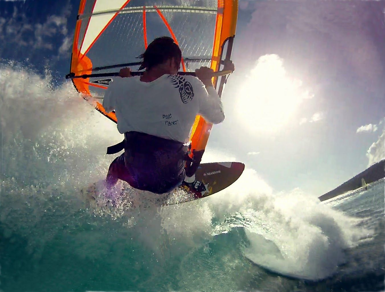 Vamos!! Levántate!! El mar te está llamando.. #windsurf #waves #yosoydeagua…