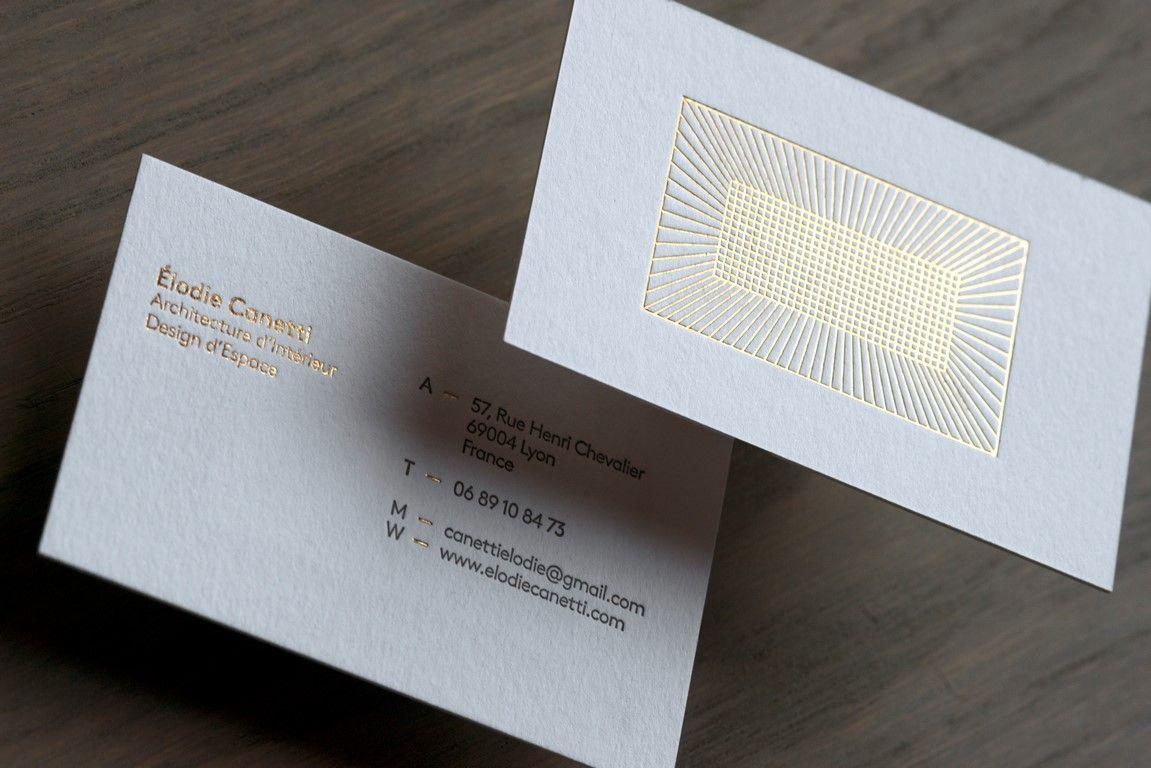 Une Carte De Visite Hypnotique Et Graphique Pour Architecte Dinterieur Avec Dorure A Chaud Or Au Recto