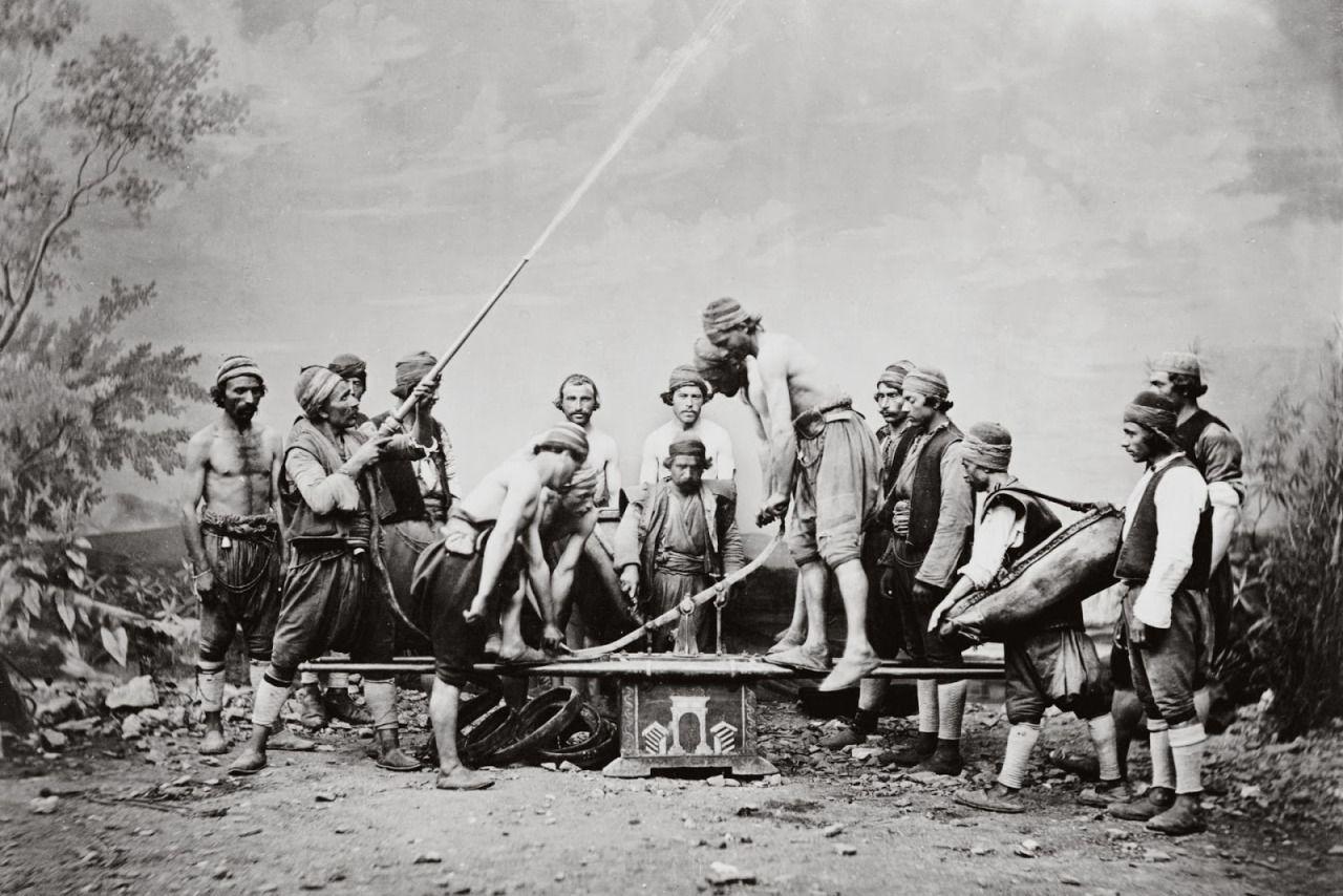 Abdullah Frères - I Fratelli Abdullah Se avete voglia di vedere delle foto vintage di Istanbul vi consiglio di ammirare le splendide immagini realizzate dai tre fratelli armeni Vichen (1820-1902),...