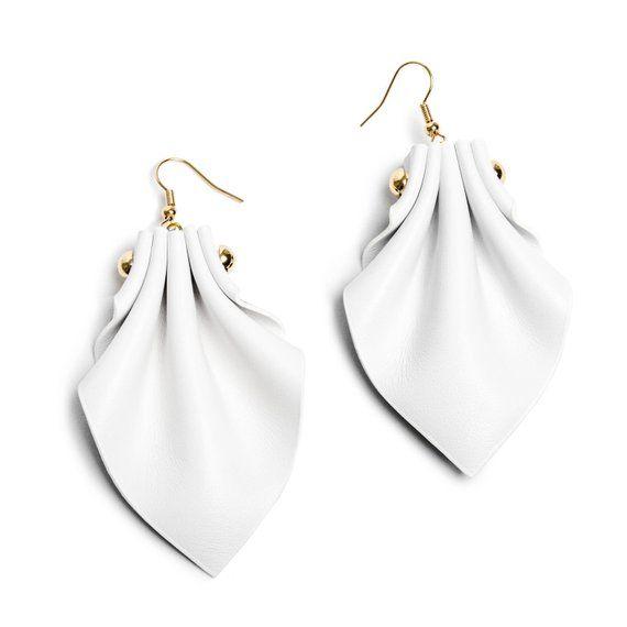Boucles doreilles Aurora en noir et blanc, cuir boucles doreilles, fait à la main aux Etats-Unis. Bijoux de mode unique fun