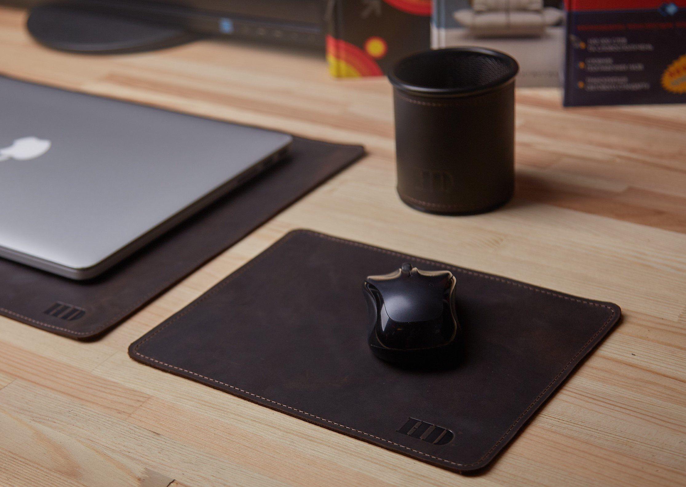 Office Desk Accessories Office Desk Accessories For Men Leather Desk Pad Mousemat Pen Cup Leather Anniversary In 2020 Leather Desk Pad Desk Accessories Office Desk Pad