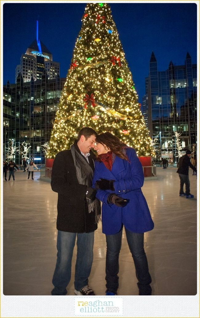 Christmas In Pittsburgh 2019.Market Square Downtown Pittsburgh Engagement Photos